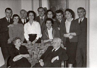 Julio Casares y sus hijos ,yerno y nueras