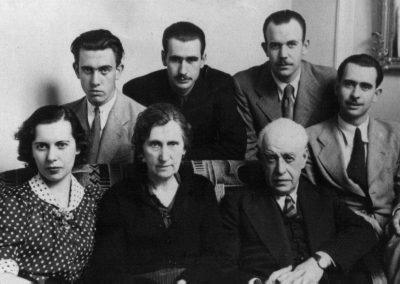 Julio Casares y sus hijos