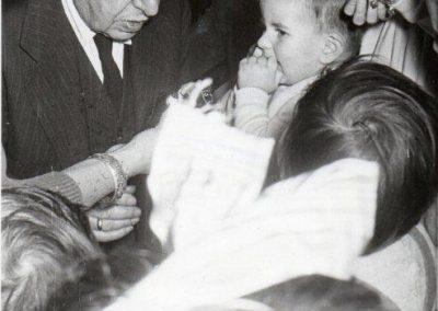 Julio Casares con su nieto Guillermo en Noche Buena.
