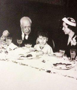 Eduardo Sierra Casares, entre su abuelo Julio Casares y Mª Luisa Casares su madre